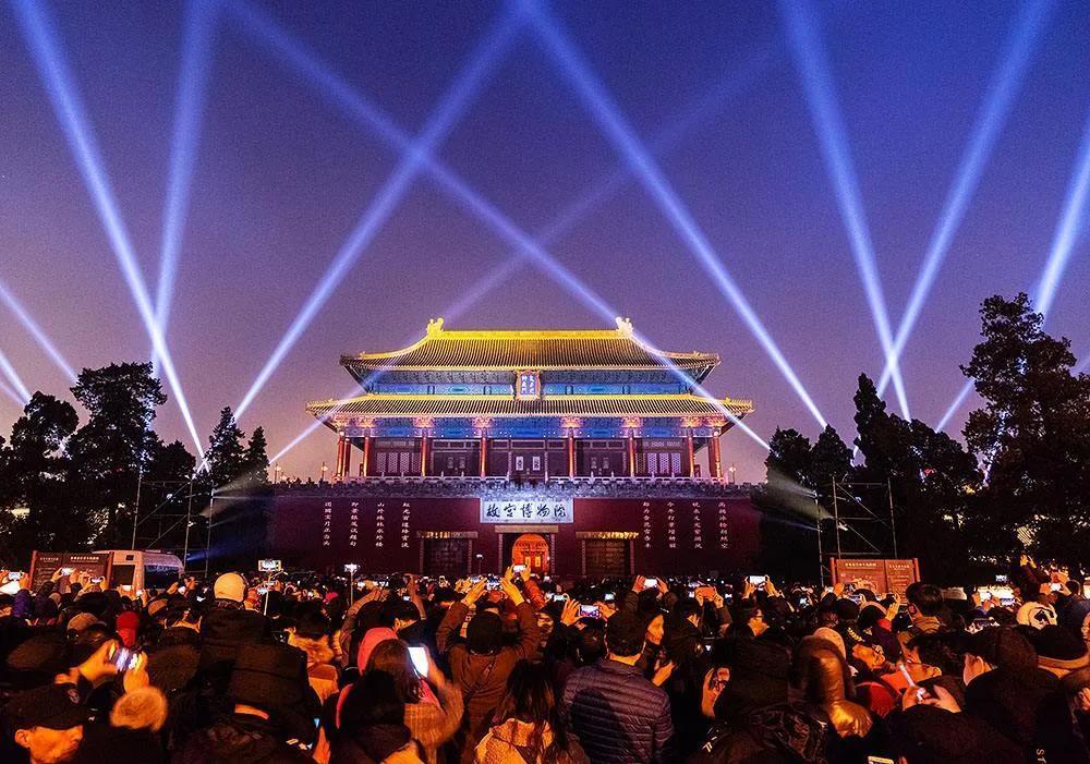 绚烂的夜幕灯光,城市秀场还是文明污染?