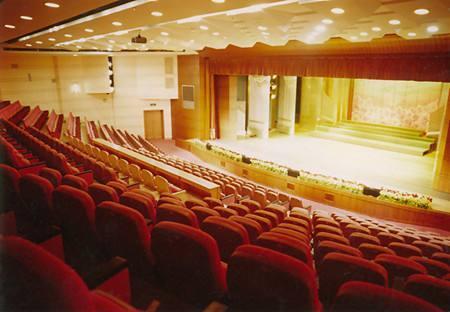 剧院如何再出发?运营重心该放在线上吗?怎样避免观众的流失?