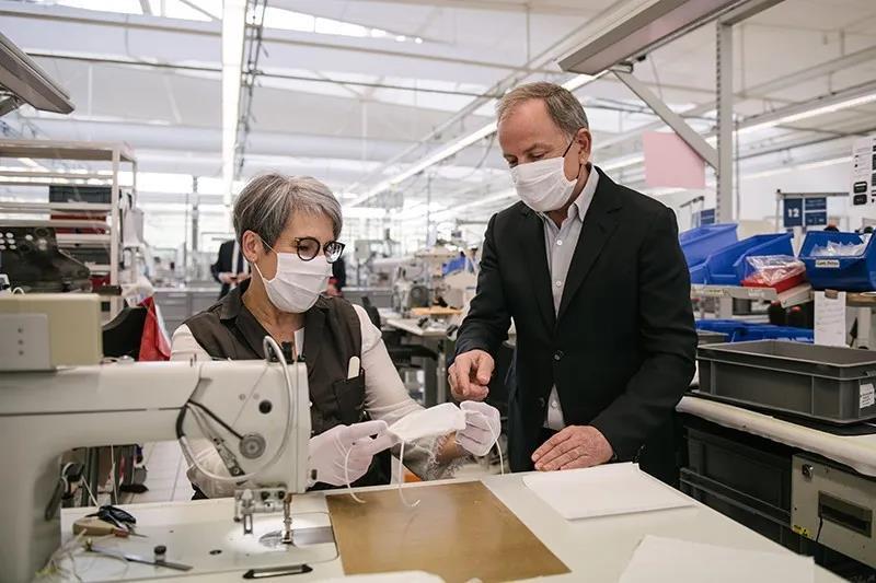 当LV、Prada纷纷做起口罩,下一个文创爆品即将诞生!