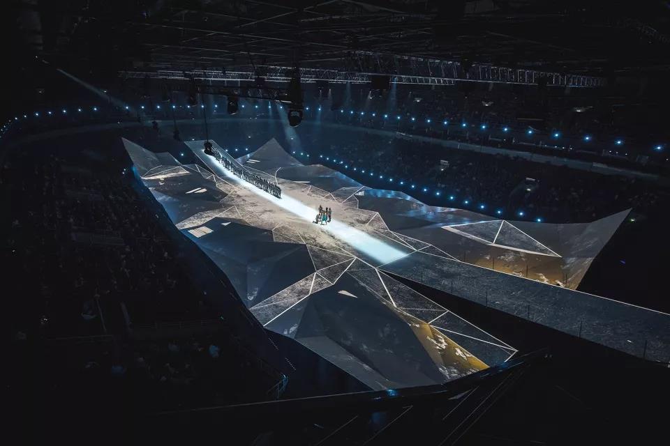 多边形创意投影舞台,绝美的立体声光画卷