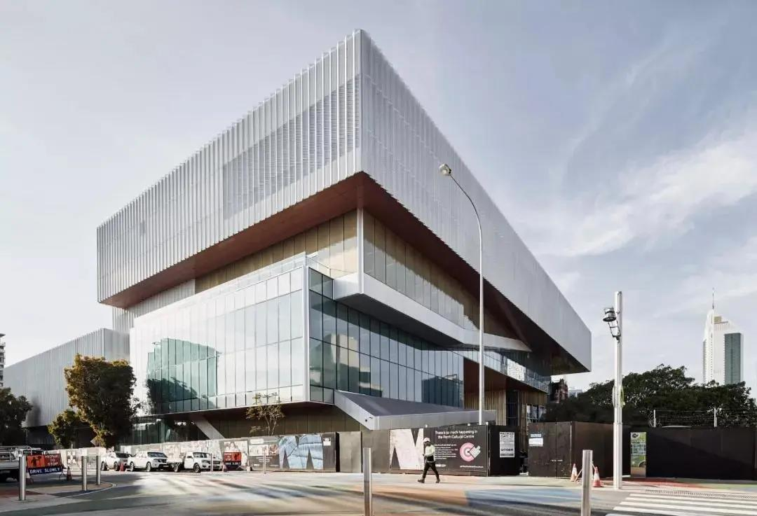 """新旧建筑之间的动态对话,以""""城市空间""""为核心设计的博物馆"""