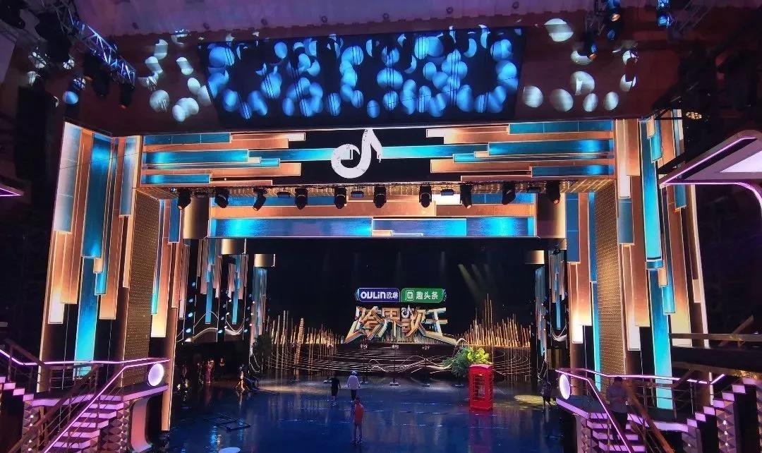 360°镜面舞台设计,《跨界歌王》视觉全面升级